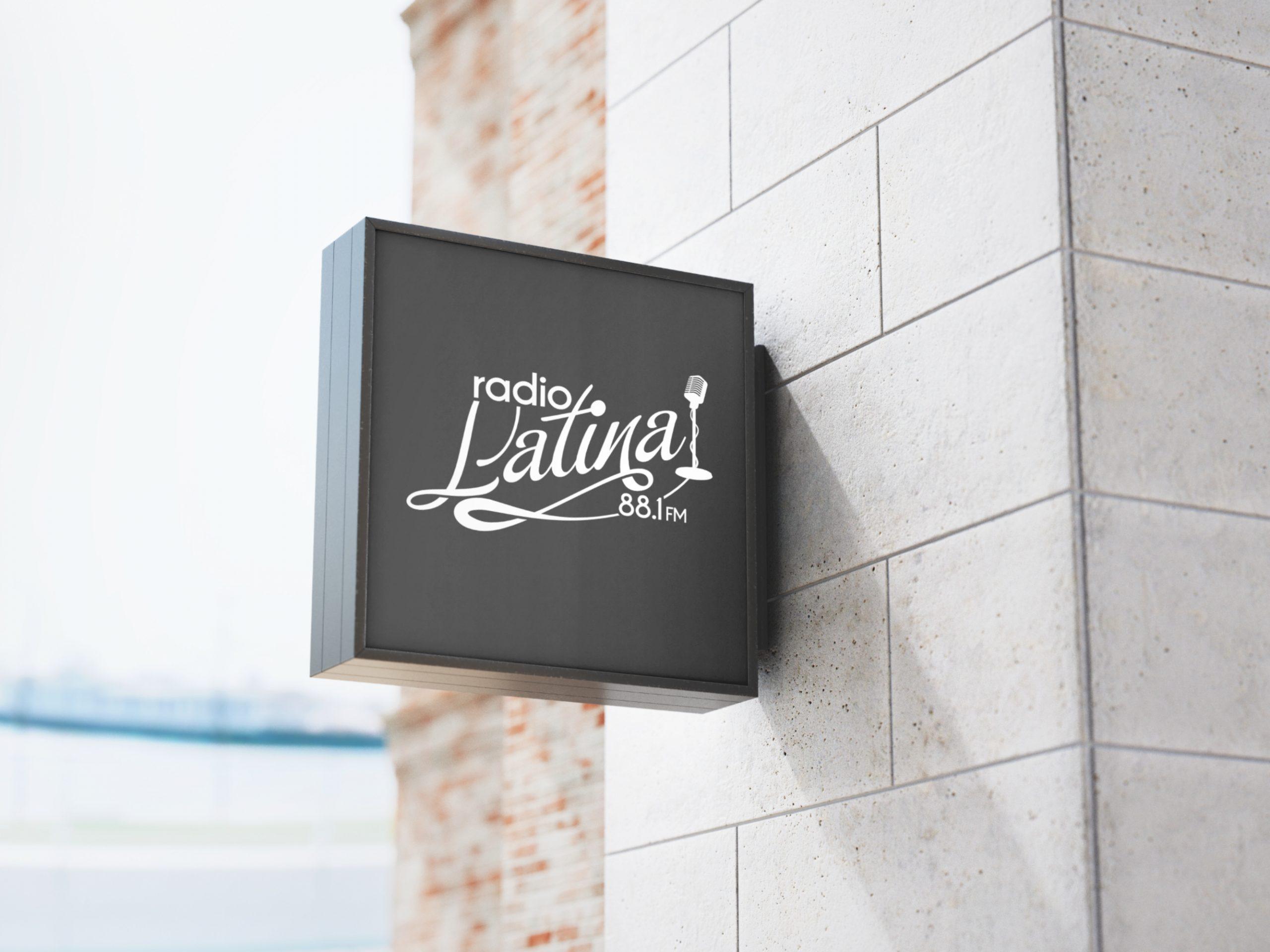 Latina Sign